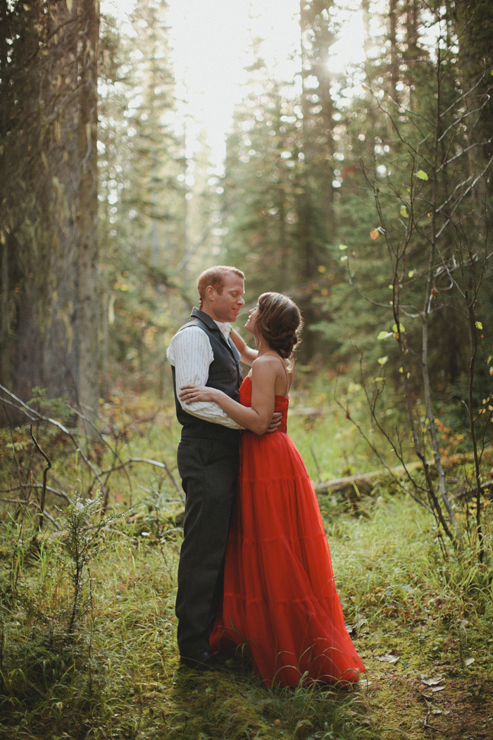 Mountain elopement portraits of bride and groom