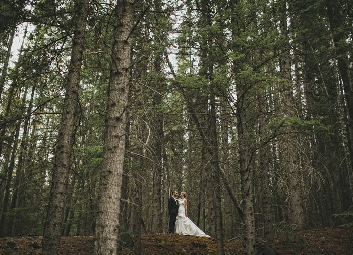 Mountain forest wedding photos on a rainy day