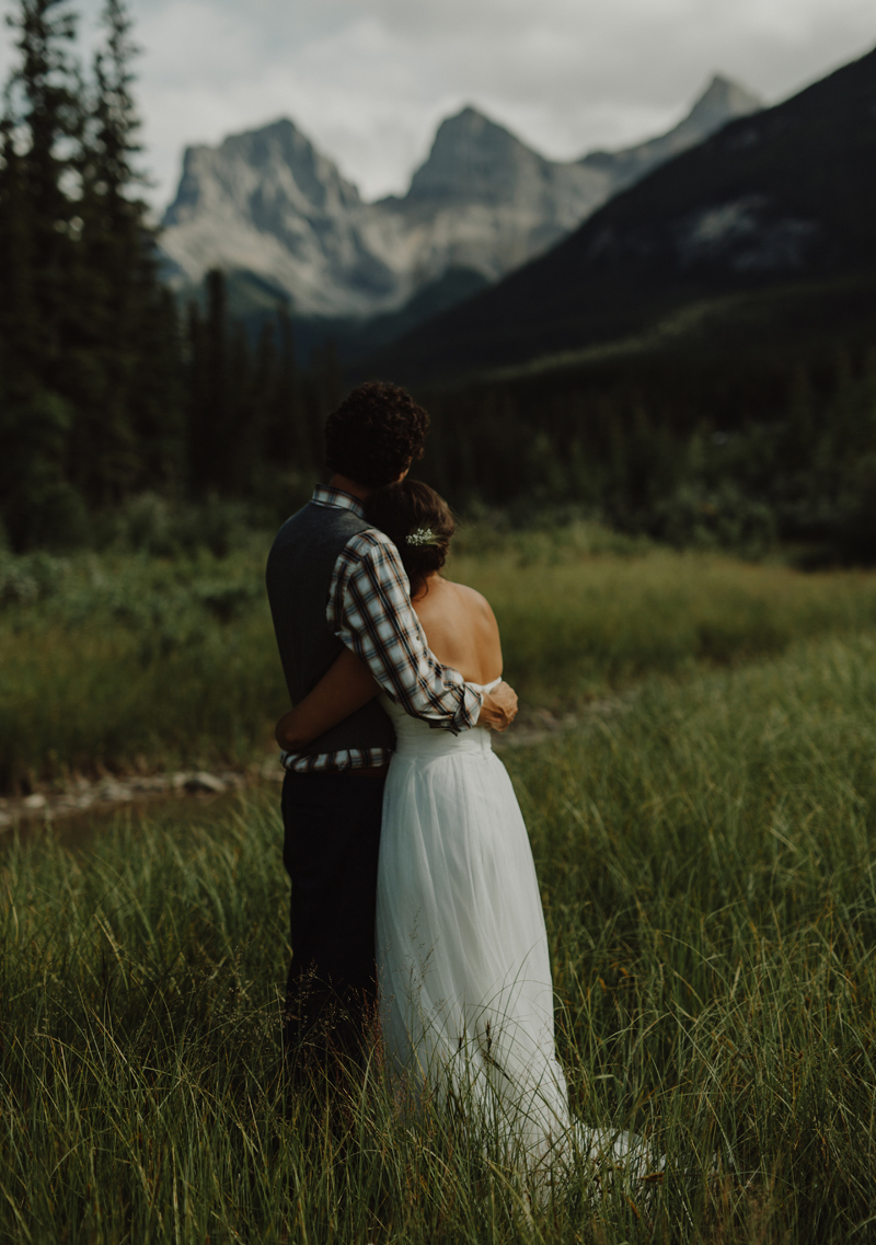 canmore backyard wedding photography 061